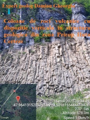 Coloane de roci vulcanice