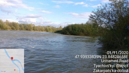 01 NOIEMBRIE 2020. Măsurarea temperaturii apei, temperaturii aerului si vitezei vântului la vărsarea Izei in Tisa (Valea Horarului).