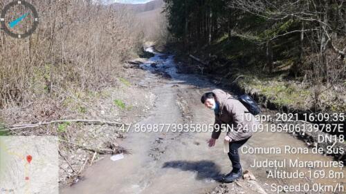Fig.1.Prelevarea apei din pârâul Rabnic, pădurea Ronișoara