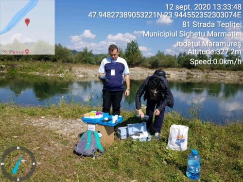 Măsurători cu aparatul multiparametru pe malul lacului Teplite